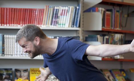 Illustratør Reidar Kjelsen har leselystforestilling i SNN-Parken