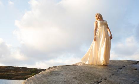Sangstjernen Hanna Husáhr synger i Galleri Nord-Norge under Festspillene i Nord-Norge. Foto: Magnus Skrede