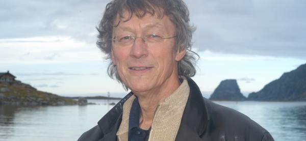 """Knut Erik Jensen viser materiale fra sin film """"Lengsel etter nåtid"""" på Festspillene i Nord-Norge 2019."""