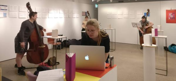 """""""Øvelser i å holde seg oppe""""  Foto: Eline Hellerud Åsbakk"""