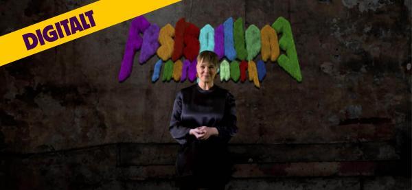 Festspilldirektør Ragnheiður Skúladóttir presenterer festspillprogrammet for 2021 med over 200 forestillinger. Foto: Chili