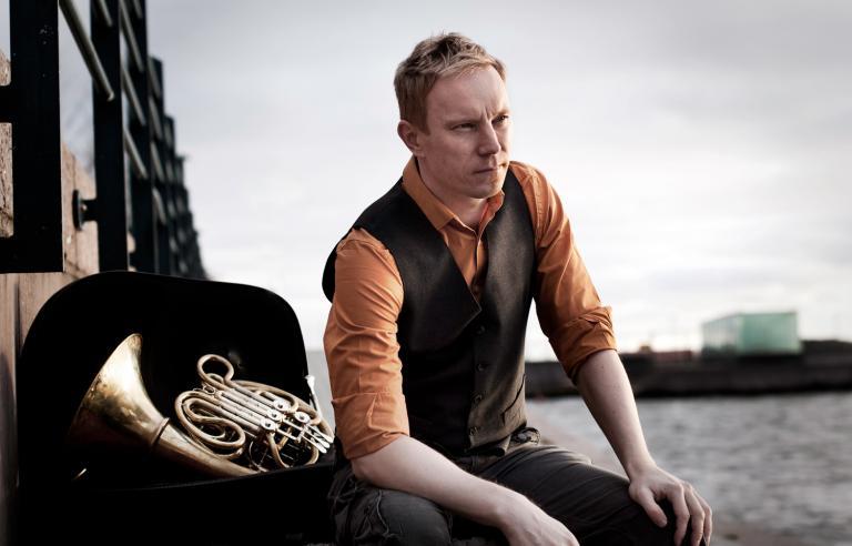 Jukka Harju spiller med hornister fra Hærens Musikkorps på Festspillene i Nord-Norge 2019.