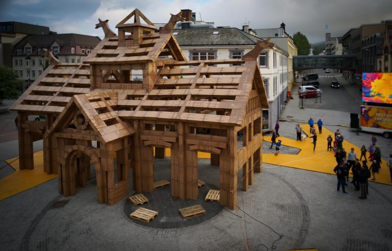 Bli med når vi skal bygge Harstad Stasjon under Festspillene i Nord-Norge 2017. foto: Sebastien Laval